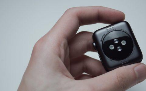Apple Watchや人気スマートウォッチに体温測定機能がない理由は?